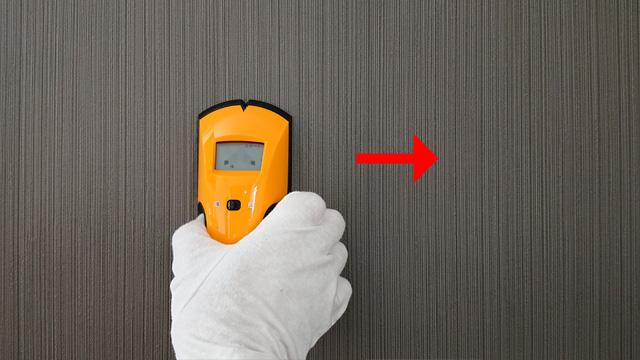 スタートボタンを押しっぱなしで下地センサーを壁に付けたまま横にゆっくり滑らせます